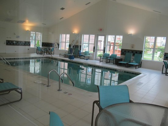 Residence Inn Charlotte Concord: Indoor pool