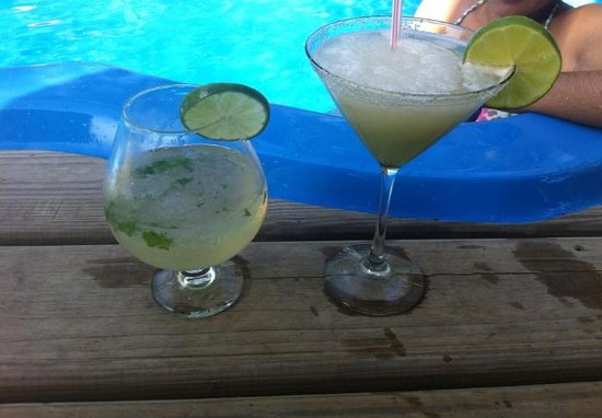 Amber Sunset Jungle Resort: amazing mojito and frozen margarita!