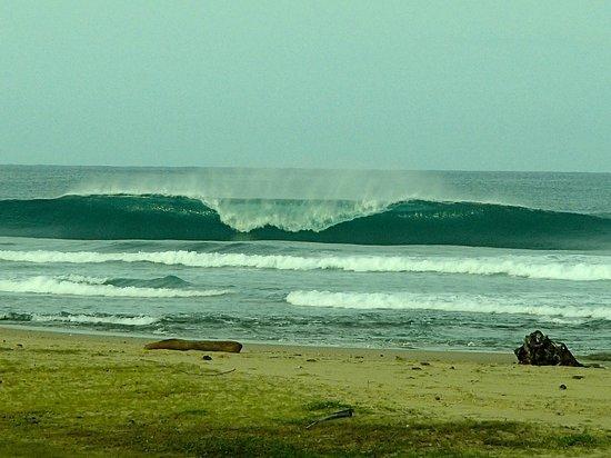 Aura Surf Resort : Peak Firing