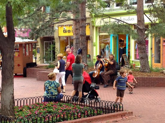 Pearl Street Mall: Musicians on the mall