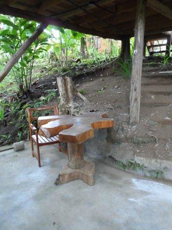 Cabanas Rusticas La Fortuna: Lower patio - Cabin #2