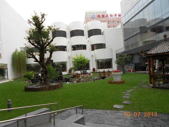 Beijing International Hotel: Внутренний дворик