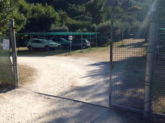 Villaggio Turistico Camping Del Paradiso: parcheggio