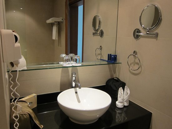 Allamanda Laguna Phuket: The bathroom is a little bit small