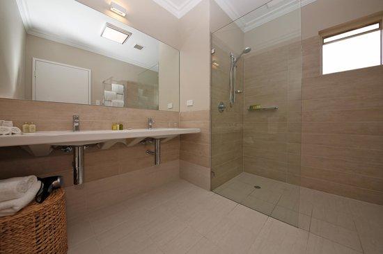 The Marina Hotel: Luxury bathroom