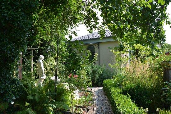 Apartmenthaus Potsdam-Quartett: Gartenblick auf Gartensuite