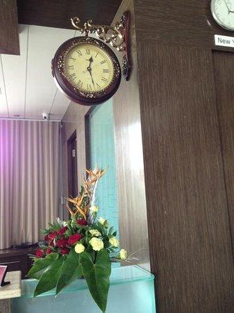 Vinstar Serviced Apartments : love the antique clock!