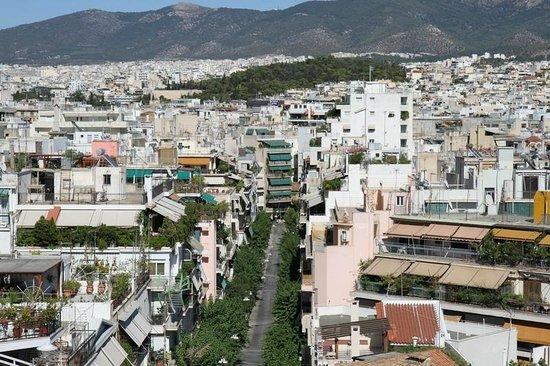 Acropolis Hill Hotel : Вид на город с большого общего балкона