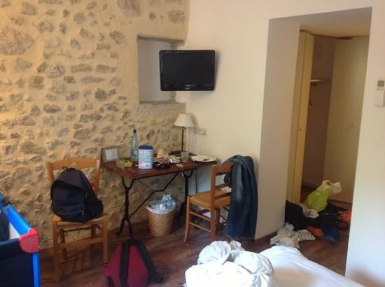 Les Mejeonnes : la chambre (apres notre passage) ;) tres propre!