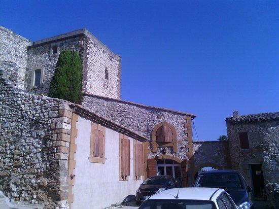 Chateau de Vedene : vue sur la vielle tour