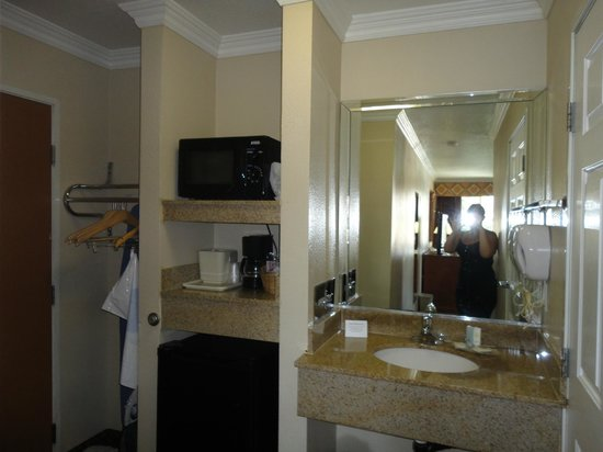 Comfort Inn - Los Angeles / West Sunset Blvd.: Sink / Hall