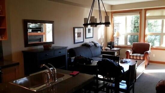 Predator Ridge Resort: Standard 1 queen brad room.