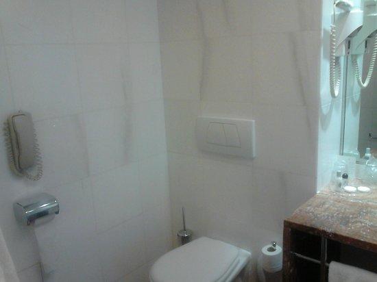 VIP Executive Entrecampos Hotel & Conference : Salle de bains