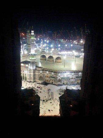 Makkah Hilton Hotel: Haram aerial view at night