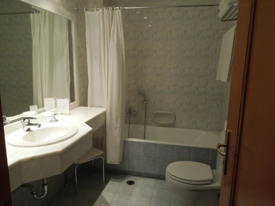 Athens Atrium Hotel & Suites : Salle de bain