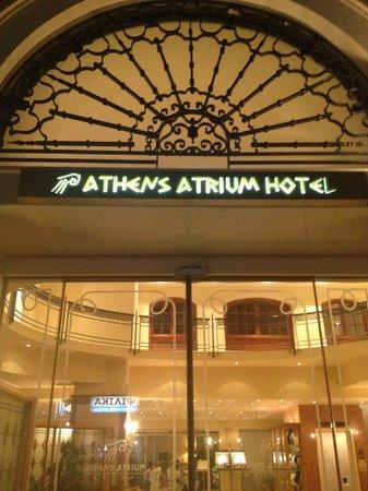 Athens Atrium Hotel & Suites : De l'extérieur