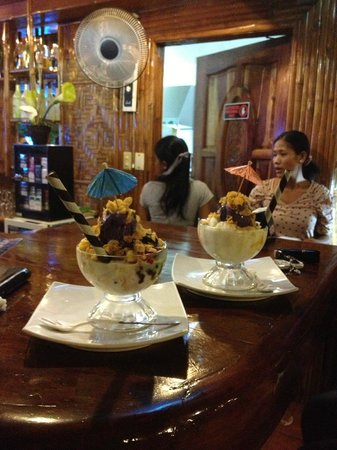 CouCou Bar & Restaurant: delicous halo halo at the Cou Cou Bar