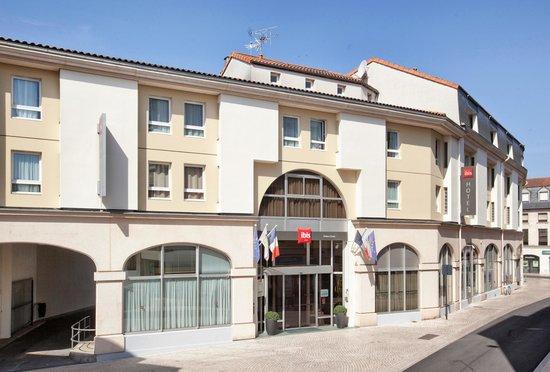 Ibis Poitiers Centre: Façade