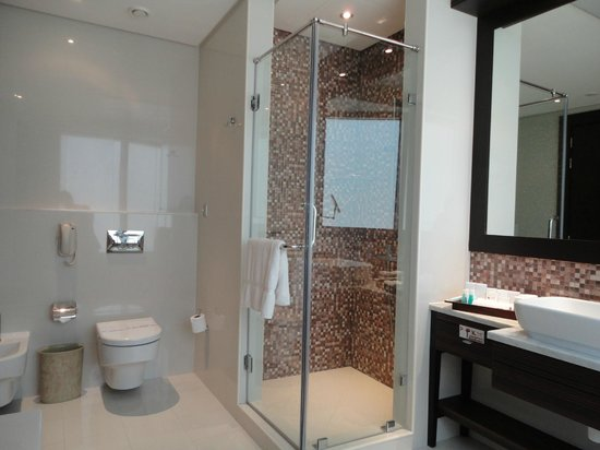 The K Hotel: main bathroom