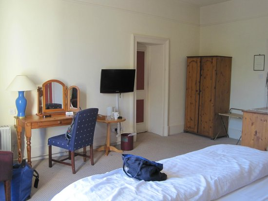The Royal Hotel: Room 9 - spacious