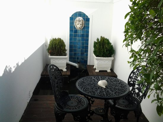 Admiralty Beach Guest House: the private patio