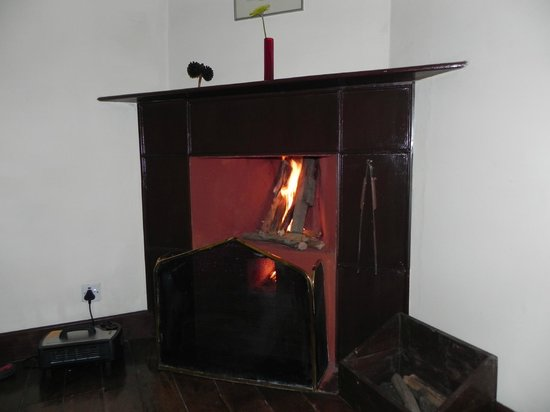 The Gateway Hotel Church Road: Fire place