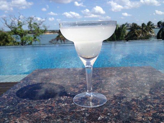 Hyatt Regency Dar es Salaam, The Kilimanjaro: Cocktail at the pool