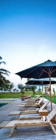Avillion Villa Cinta : Lying on the sundeck and enjoying the sunshine