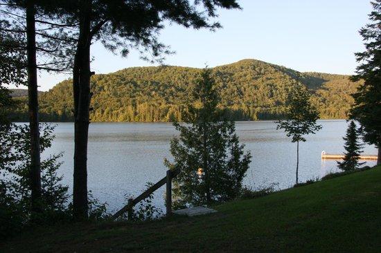 Motel Ours Bleu : Blick auf den See