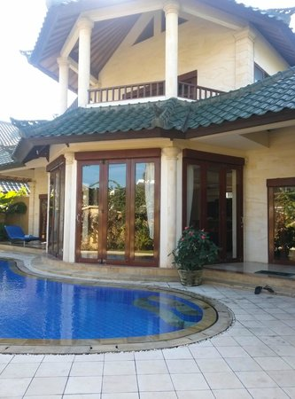 Bali Diamond Villas : outside view of back villa