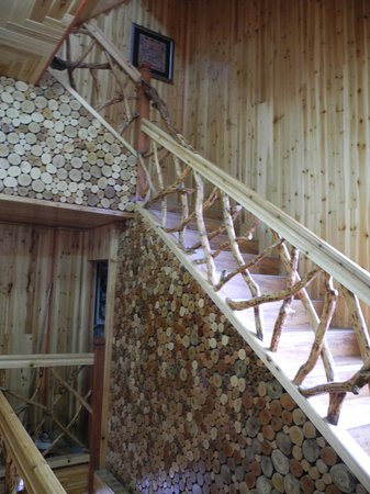 Baike Hotel : stairs and woodwork