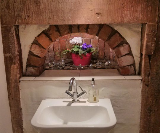 Holly House Hotel: Sink with built in oven!