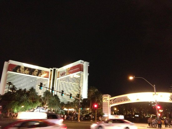 The Mirage Hotel & Casino: Outside