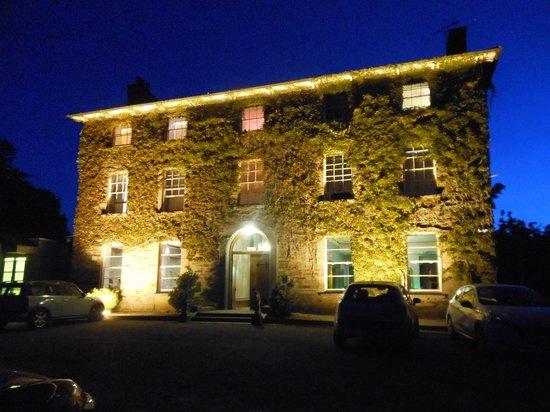 Hammet House Hotel, Llechryd at night