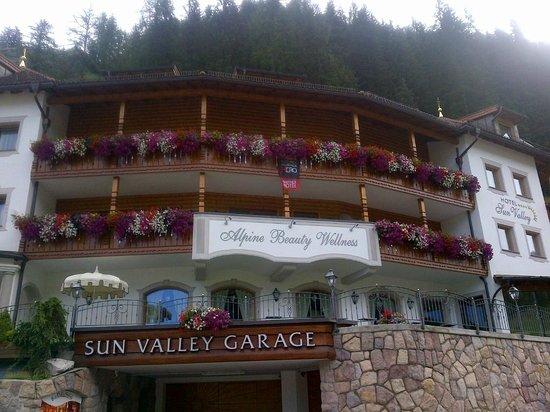Hotel Sun Valley: la facciata dell'hotel