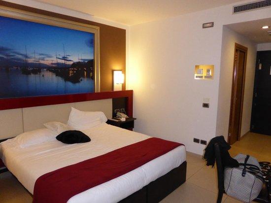 Kairos Garda Hotel: Grosses Zimmer