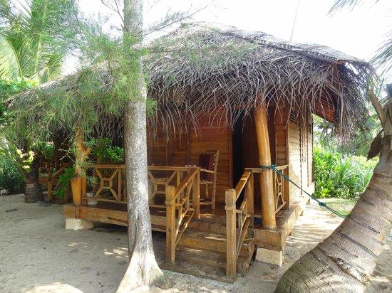 Ganesh Garden Beach Cabanas: Our bungalow on the beach