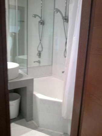 Ambienthotels Panoramic: Bagno con vasca