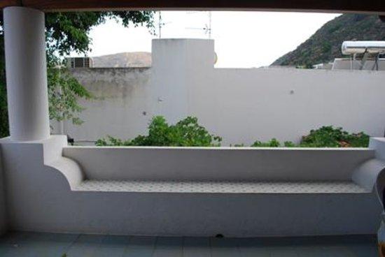 Residence La Villetta: Parte della terrazza del  nostro appartamento