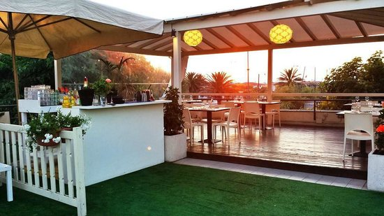 Un aperitivo in terrazza con vista mare - Recensioni su Mora Mora ...