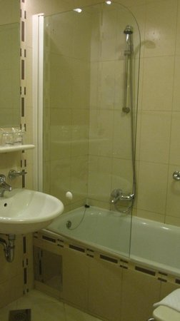 Hotel Kompas: Bath tub