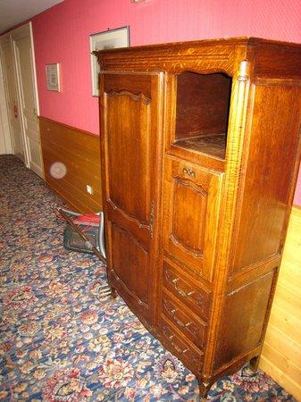 Hôtel Croix-Blanche : ameublement des couloirs