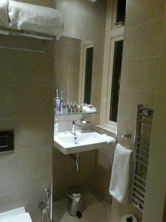 Hotel Xenia Autograph Collection: Super-clean. L'Occitane toiletries.