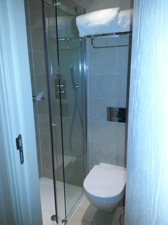 Hotel Xenia Autograph Collection: Clean and modern. Decent Shower.