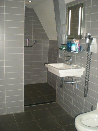 Hotel CC: Bagno camera familiare