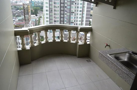 Boss Mansion: Balcony