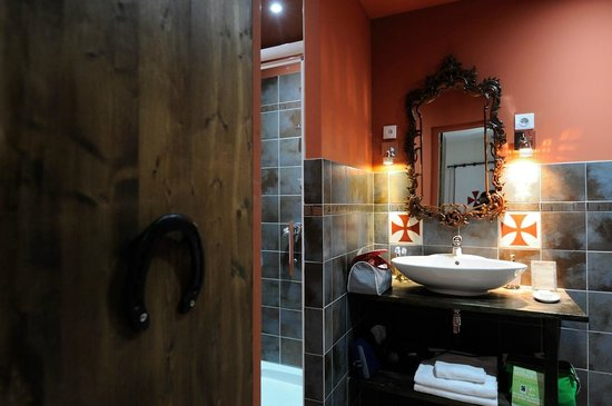 La Posada del Castillo B&B : Les Chevaliers bathroom