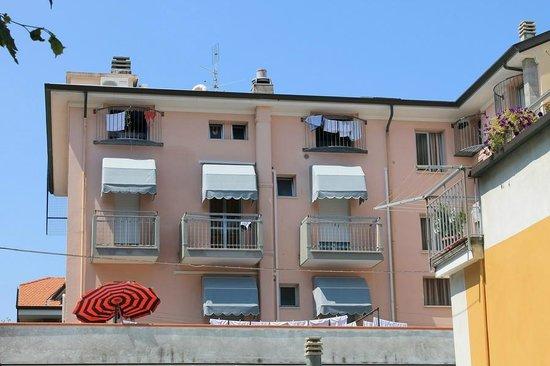 Hotel Letizia : courtyard. Our windows on last floor