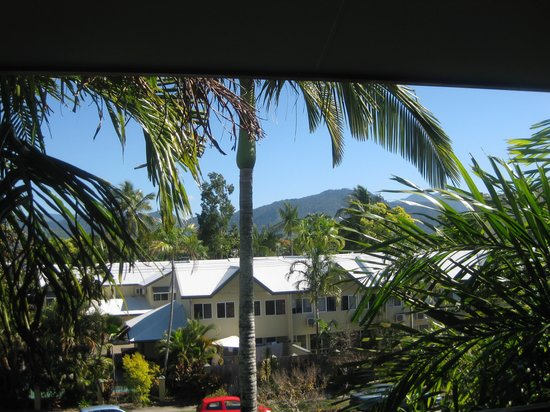 Cairns Queenslander Hotel and Apartments: View from my balcony/verandah.