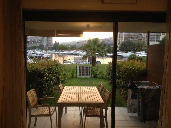 Residence Carre Marine : Terrasse + pelouse